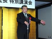 懇親会での畠中社長のあいさつは第一部とは違ってユーモアたっぷり